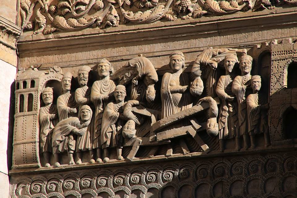 Fidenza - Sulla faciata del Duomo miracolo di San Donnino