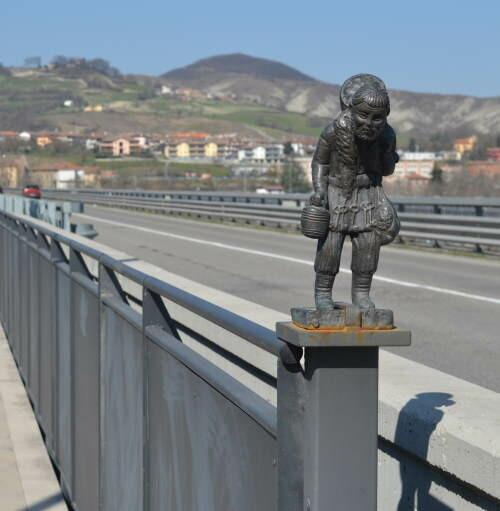 Fornovo: la statua di Sigerico, il romeo