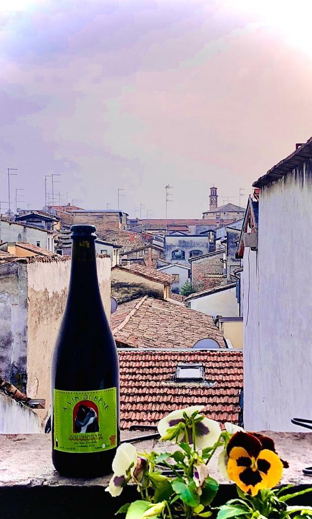 A vin di bene, il vino prodotto in Oltretorrente a fine di bene