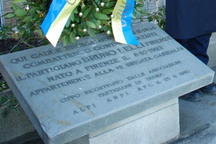 """Parma - Cippo commemorativo di Bruno Lelli, Partigiano """"Firenze"""""""