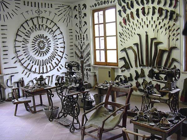 """Ozzano Taro - Museo Guatelli, il """"museo dell'ovvio"""" o  """"museo del quotidiano""""."""