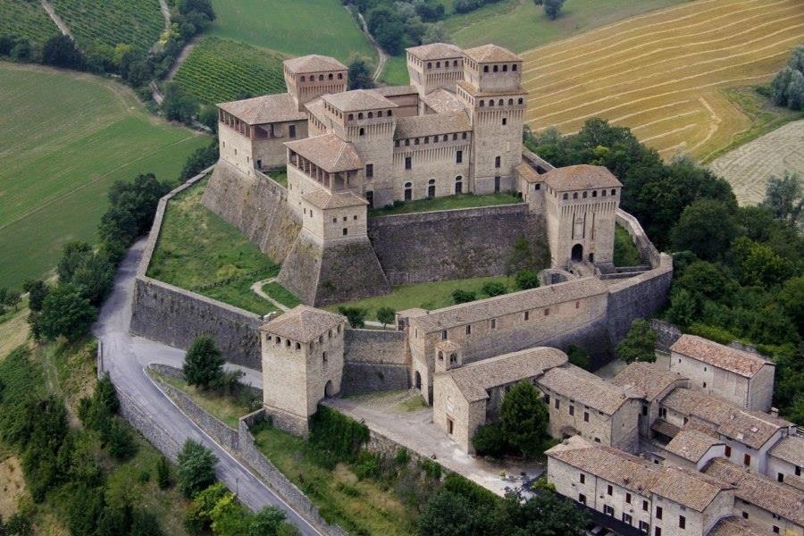 Bianca vi guida al Castello di Torrechiara Speciale visita condotta da Bianca