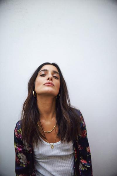 LEVANTE, la cantautrice che traccia la nuova strada del pop al Teatro Regio