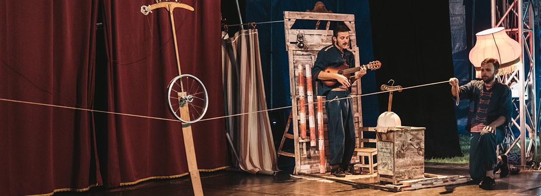 TRE QUARTI – Spettacolo di teatro, musica e circo    TEATRO LIVE / Comicità musicale