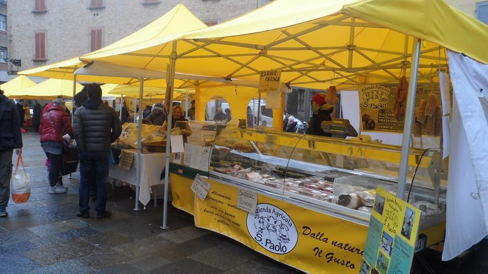 """L'azienda agricola biologica """"San Paolo"""", specialità carne di suino nero e  bovino è presente al Mercato degli agricoltori"""