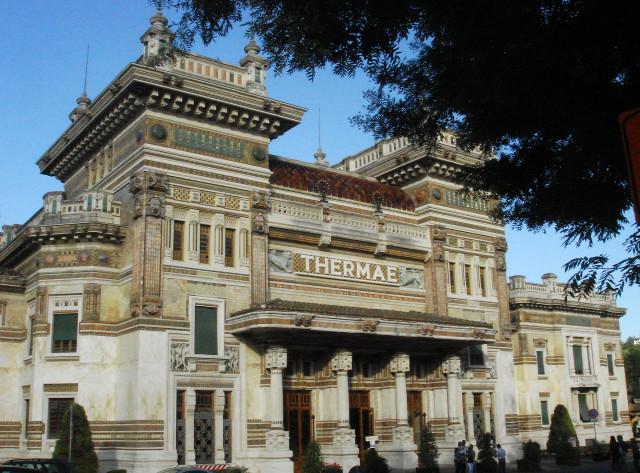 """""""Galileo Chini e l'oriente a Salsomaggiore Terme"""" Trekking urbano per le vie della città termale."""