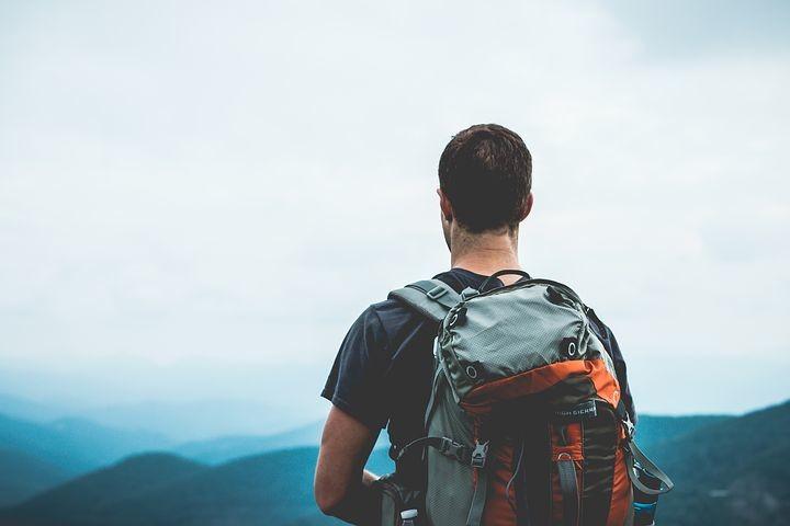 Da Lagdei ai Lagoni per il Monte Brusà Escursione sul crinale vista laghi