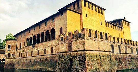 Ferragosto: visite guidate con aperitivo d'arte in Castello