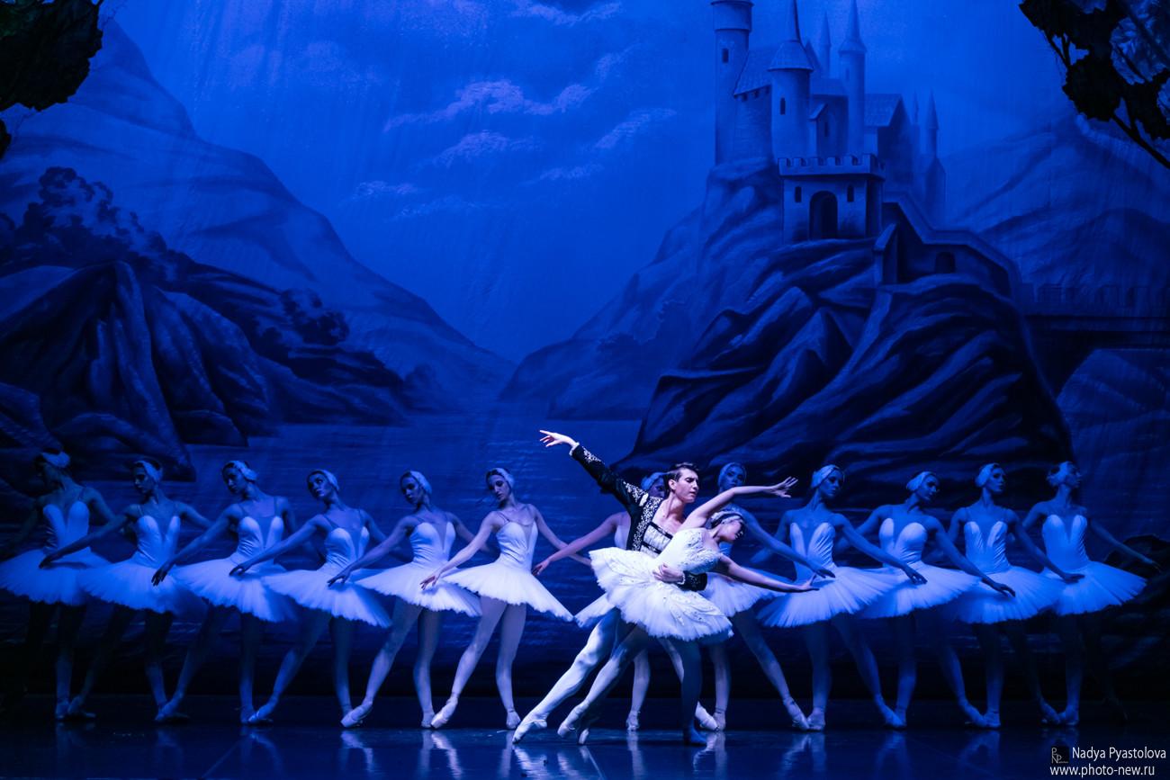 Il grande BALLETTO DI SAN PIETROBURGO al Teatro Storchi di Modena IL LAGO DEI CIGNI
