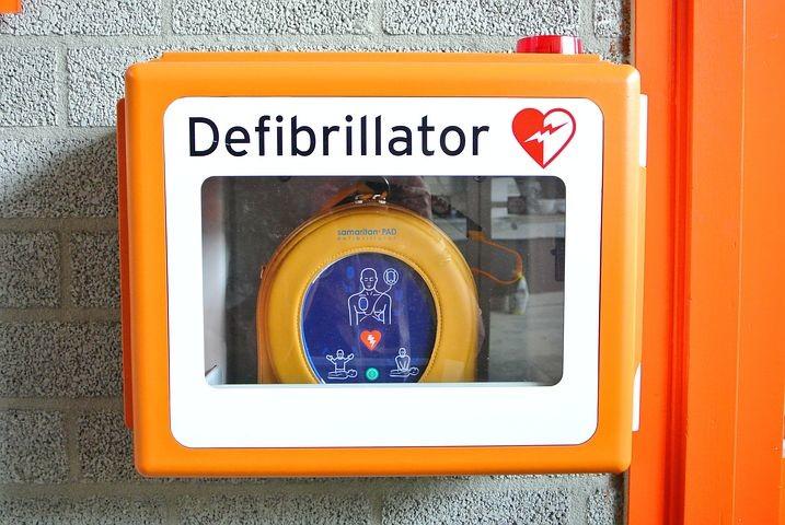 """""""UN BATTITO PER TRAVERSETOLO"""":     posizionati e attivi h24 sei defibrillatori automatici esterni, nel paese e nelle frazioni"""