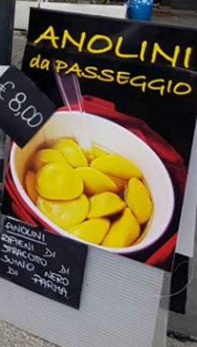 Anolini da passeggio e altre delizie del ristorante Claudia di Corniglio in piazza Ghiaia a Parma