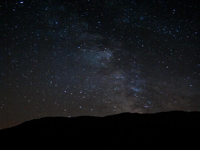 Alla Riserva Monte Prinzera, camminata e osservazione di stelle e pianeti.