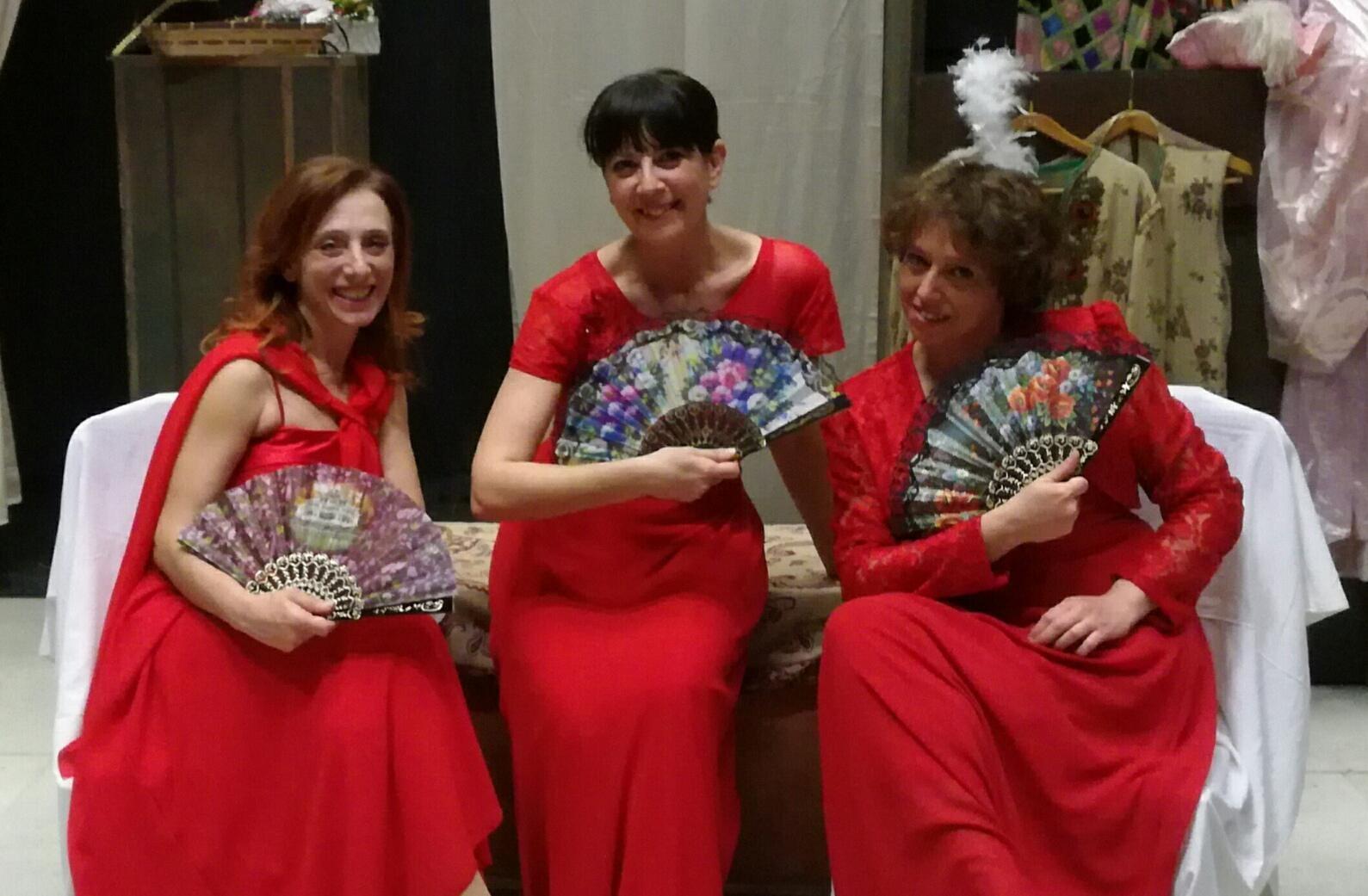 Tre donne scaltre al teatro Pezzani