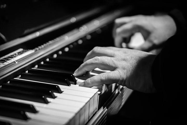 Concerti di Primavera presso Villa Malenchini col pianista torinese Roberto Issoglio