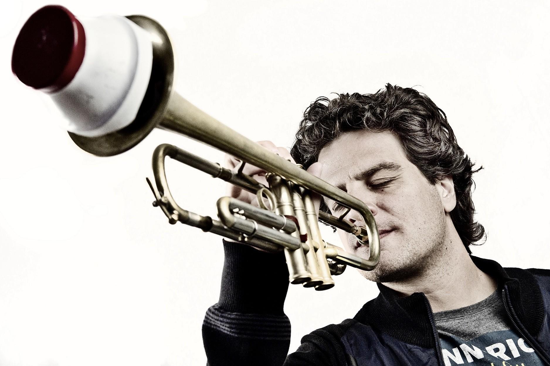 Luca Aquino in concerto x festival Crossroads