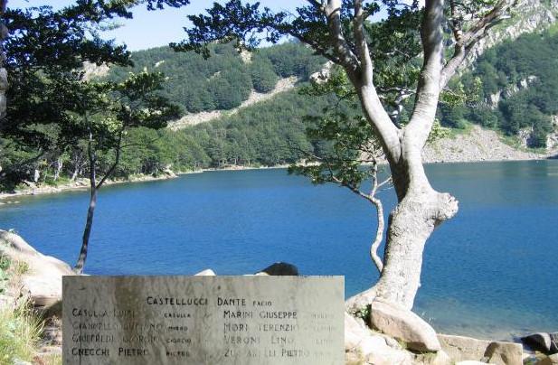 Dal lago Santo alla Riserva Guadine Pradaccio Accompagnati dai Carabinieri Forestali, arrivando dall'alto alla Riserva Guadine Pradaccio