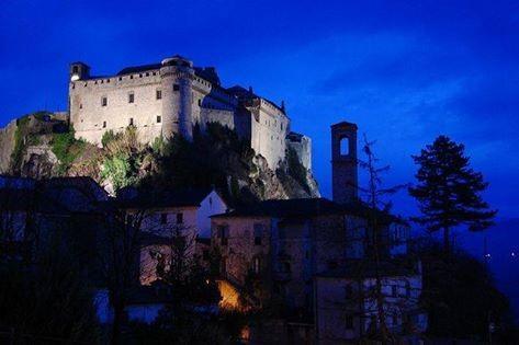 Visita guidata in notturna al  Castello di Bardi con  tramonto sulla Valceno