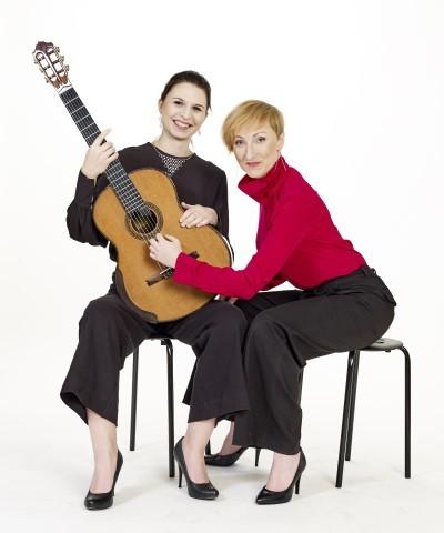 """Una voce, una chitarra e """"Un pizzico di luna""""  Ultimo appuntamento della rassegna  con il Meninas Duo"""