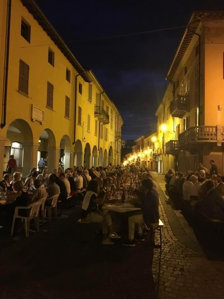 Sala Baganza A San Lorenzo si cena sotto le stelle  Sabato 10 agosto, per la festa del patrono, il paese diventa un ristorante a cielo aperto