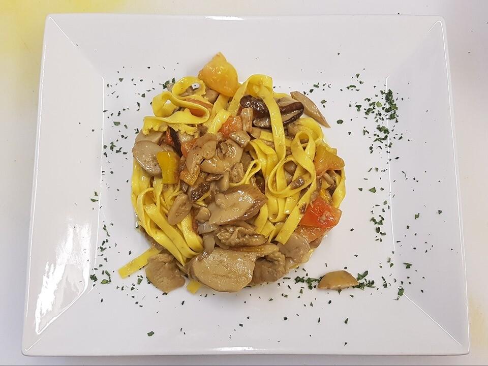 Menù a base di funghi  di Albareto e tartufo al ristorante Corale Verdi