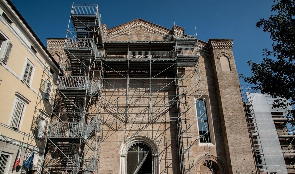 Visita il rosone di San Francesco del Prato