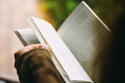 """Rassegna culturale """"Rosa Shocking""""  Presentazione del libro """"Il cappello di Mendel"""" alla presenza dell'autrice Elena Cerutti"""
