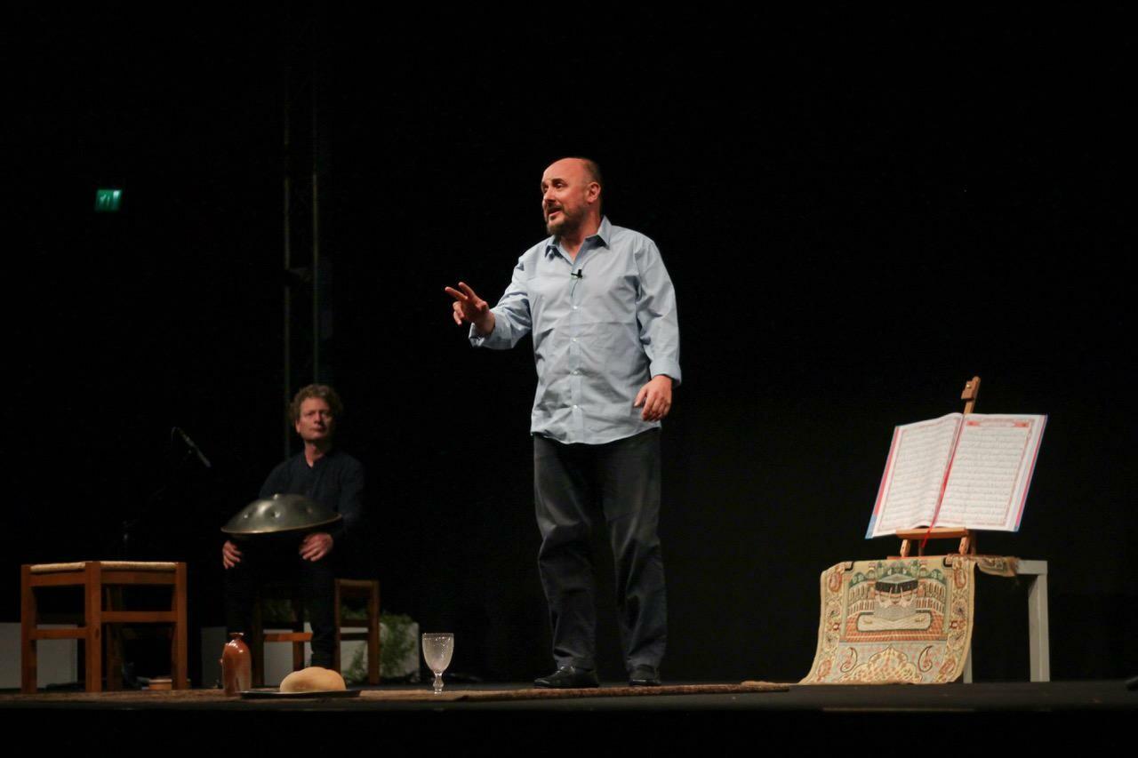 """""""Pierre e Mohamed"""" lo straordinario monologo teatrale tratto dal libro di Adrien Candiard arriva alla chiesa-cantiere di Parma."""