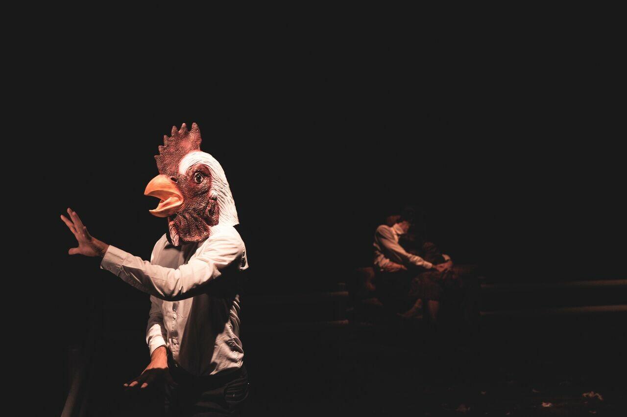 WEEKEND AL PARCO  Al Teatro al Parco va in scena «L'ospite»: in una casa arriva un intruso che travolge certezze e pregiudizi