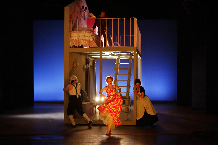 LA SCUOLA DELLE MOGLI  di Molière al Teatro Due