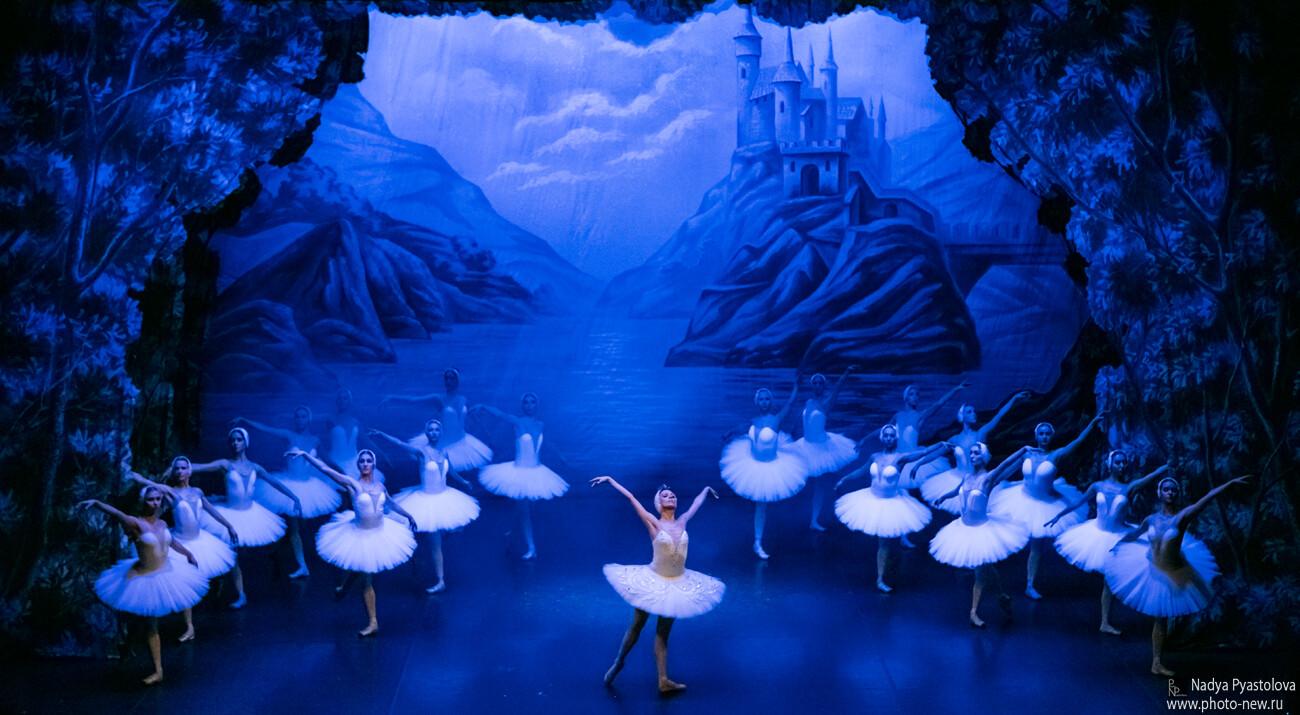 Il grande BALLETTO DI SAN PIETROBURGO al Teatro Pezzani di Parma   IL LAGO DEI CIGNI