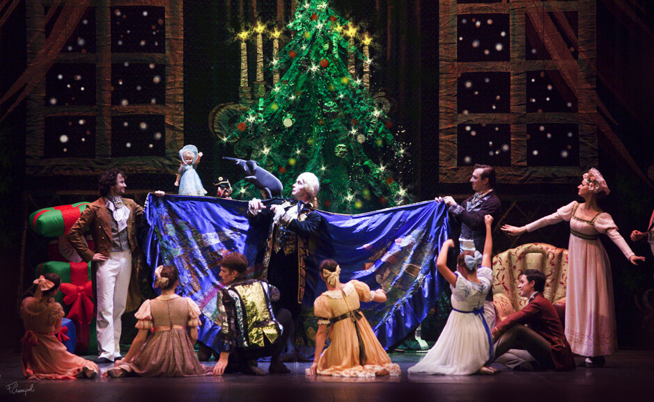 La compagnia del BALLETTO DI SAN PIETROBURGO  porta in scena LO SCHIACCIANOCI al teatro Storchi