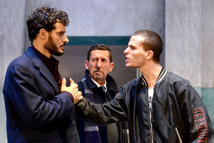 LA CLASSE  di Vincenzo Manna  con Claudio Casadio Andrea Paolotti Brenno Placido  al Teatro Due