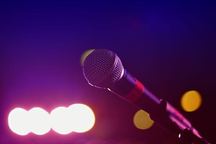 """""""Karaoke"""" il mercoledì  di  Altro risto bar"""