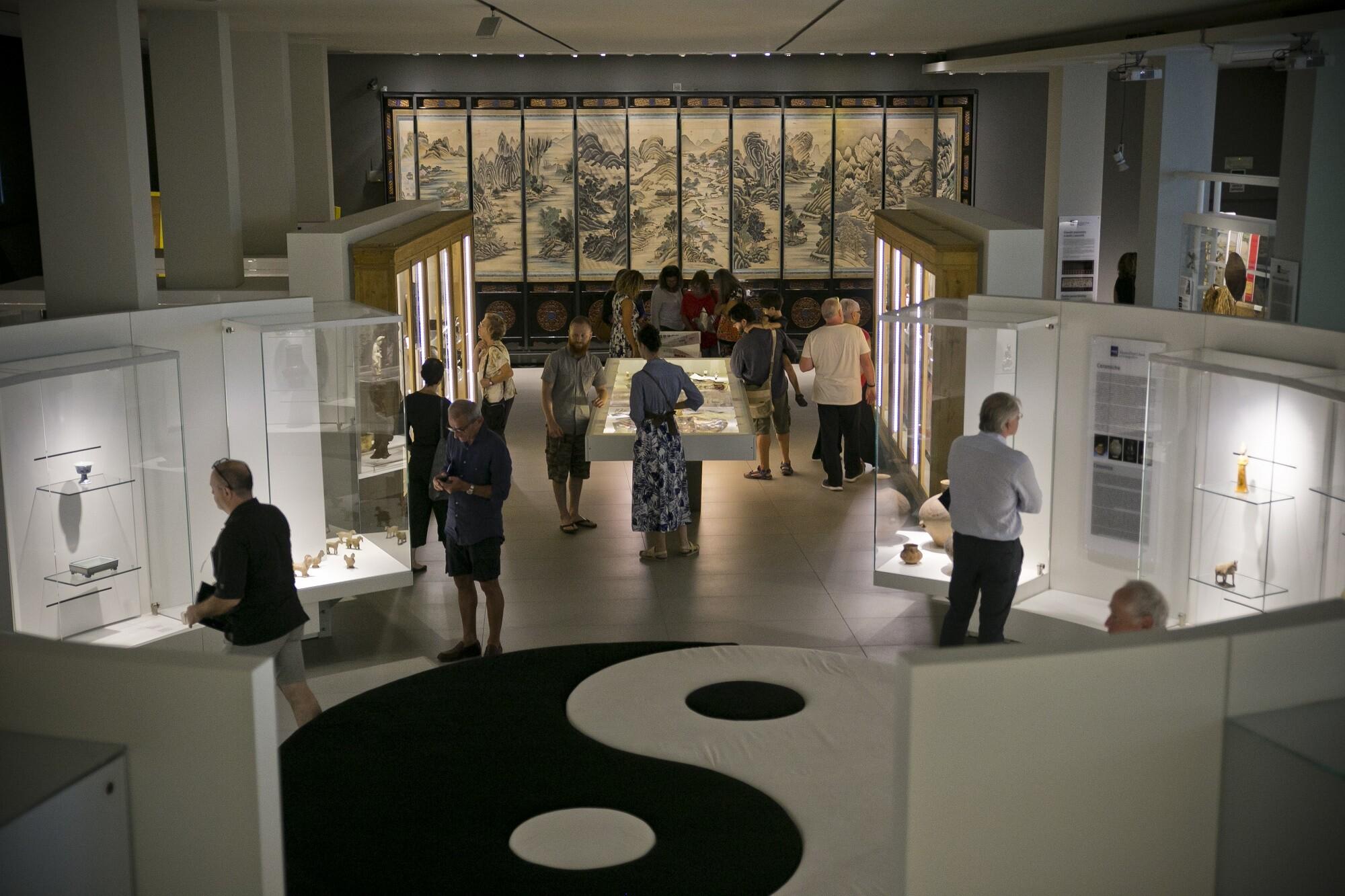 """Il Museo d'Arte Cinese e la mostra """"Mode nel mondo"""" sono aperti al pubblico"""