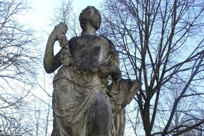 Per il restauro di Flora, statua del Giardino ducale di Parma,  vota online. Tutti insieme possiamo fare la diferenza