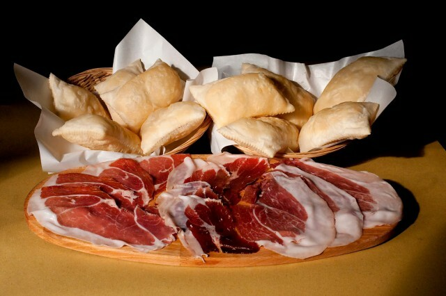 Torta fritta d'asporto al ristorante VECCHIA FUCINA