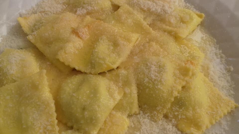 Tortelli di ortica e di spalla con pomodorini e menta all'Osteria La Maestà