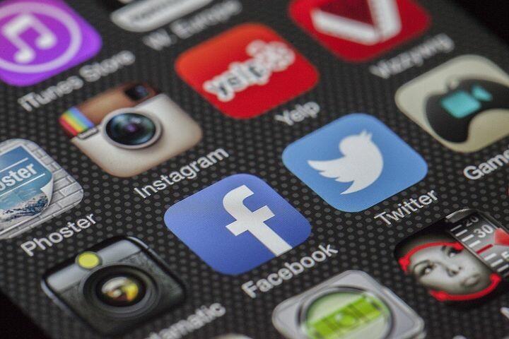 """Webinar """"#Distanti ma Sicuri""""   Primo appuntamento del ciclo di attività formative sul tema della sicurezza informatica"""