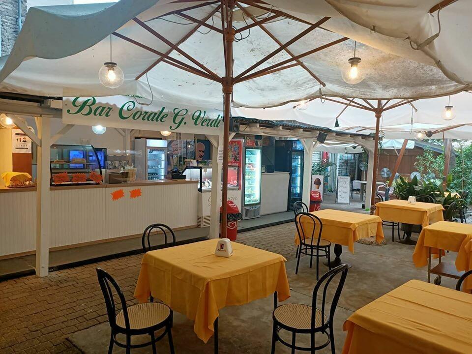Cosa c'è di meglio di una passeggiata al Parco Ducale con le prelibatezze gastronomiche del  bar Corale Verdi?