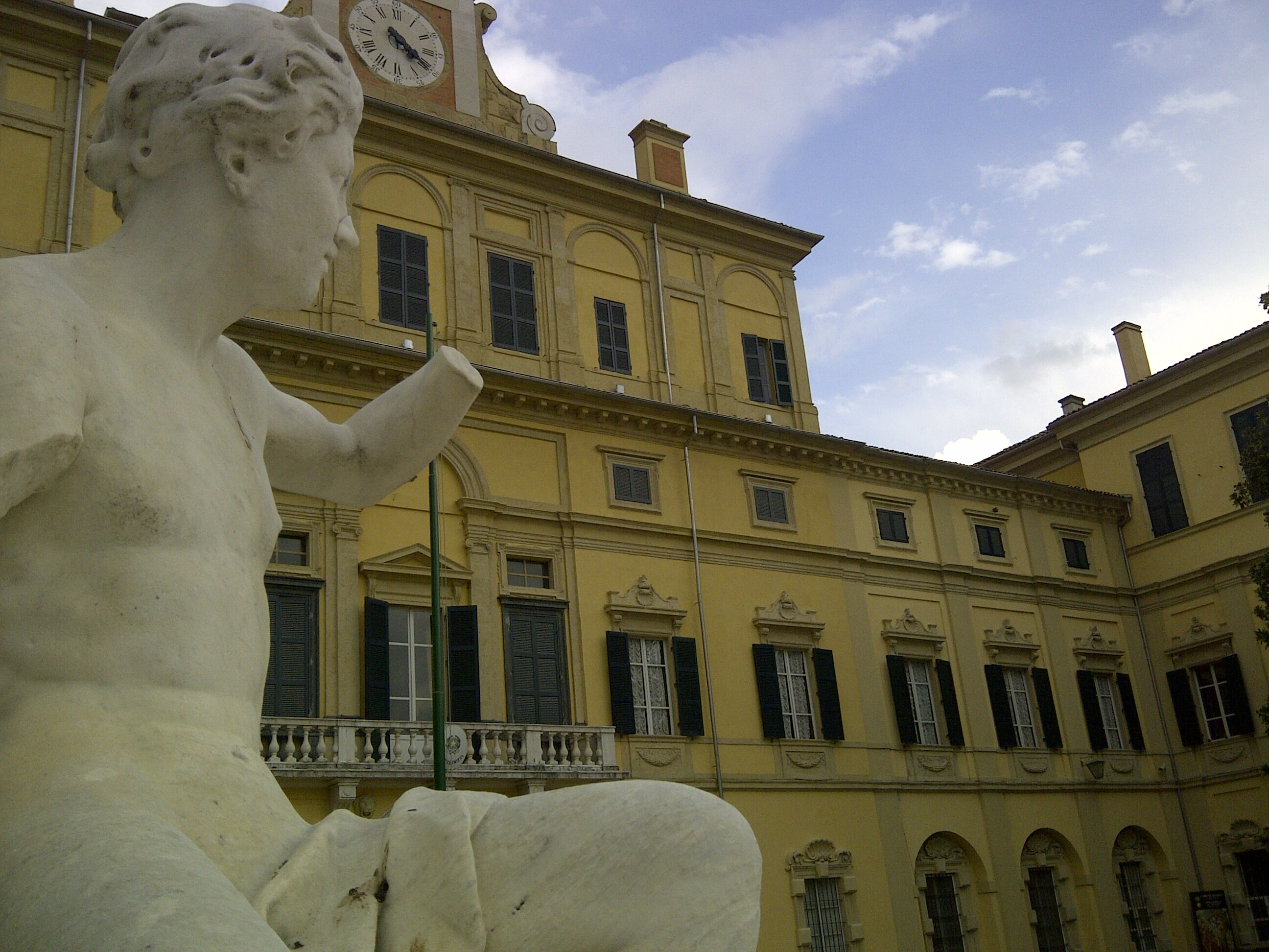Visita guidata,  passeggiata dedicata ai due Parchi storici della città: il Parco Ducale e la Cittadella.