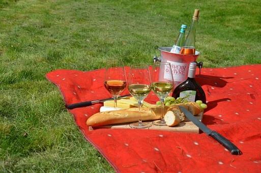 Voglia di picnic, ma non hai tempo di prepare il cesto? Ci pensa il truck del ristorante Claudia