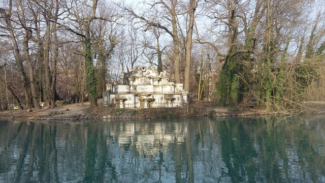Visita guidataL' Oltretorrente: Parco Ducale, Chiesa SS. Annunziata, Casa Natale Toscanini (esterno) e il Ponte Romano.