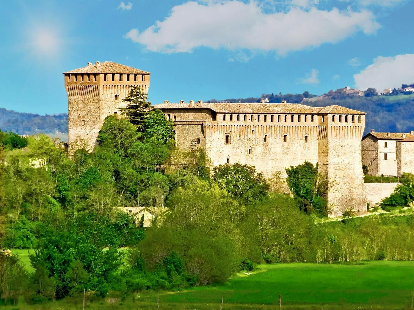 Visita in Notturna al Castello di Varano!!