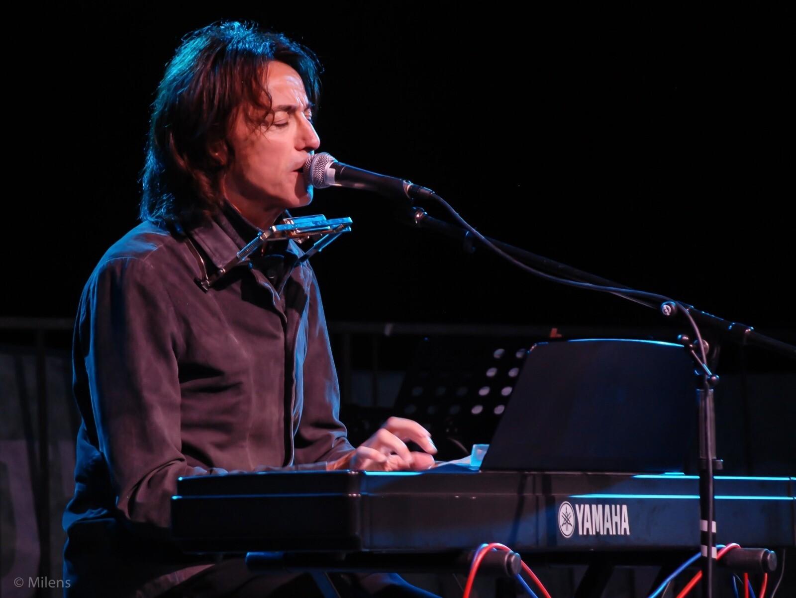 CONTROTEMPI: Alberto Fortis all'arena estiva del cinema D'Azeglio con lo spettacolo Nyente Da Dire