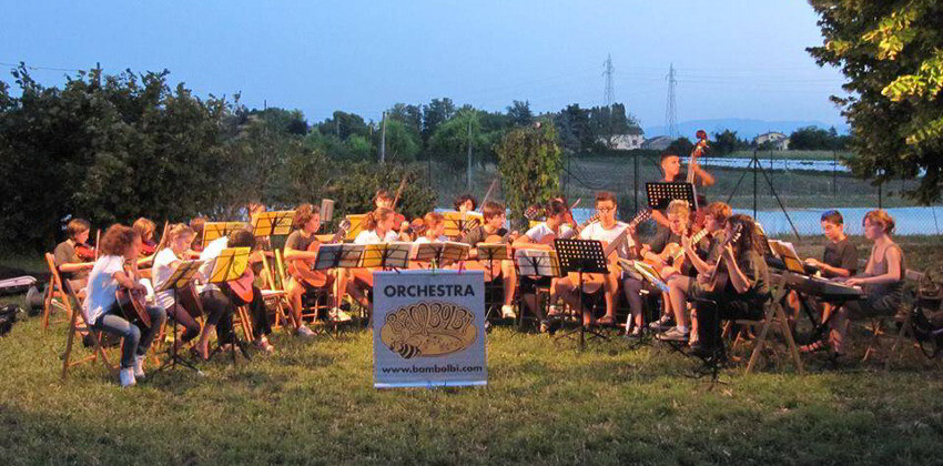 Orchestra Bambolbì concerto in piazza La Quara