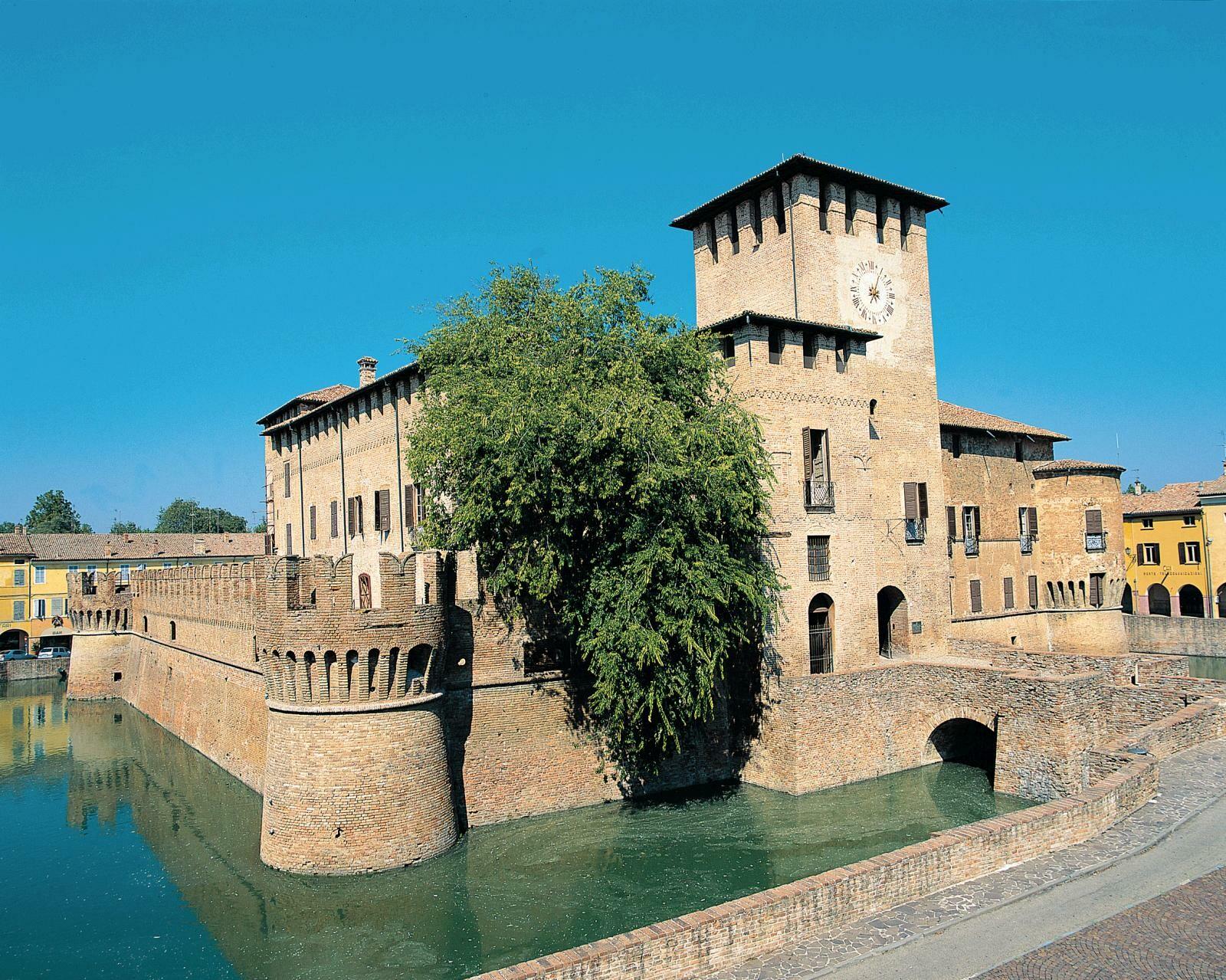 Quando visitare la Rocca Sanvitale di Fontanellato nel mese di agosto?