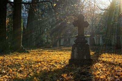 Commemorazione dei defunti  Da sabato 24 a lunedì 2 novembre, apertura straordinaria dei cimiteri.