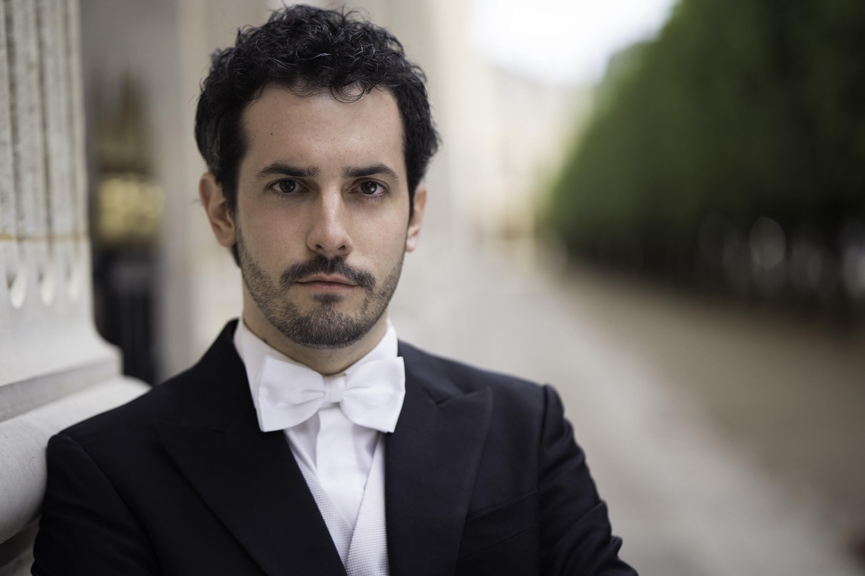 RUBINO COSTRETTO AL FORFAIT. LO SOSTITUISCE LIBETTA Sabato 14 alle 20.30 il concerto della Toscanini diretta da Lorenzo Passerini in diretta streaming