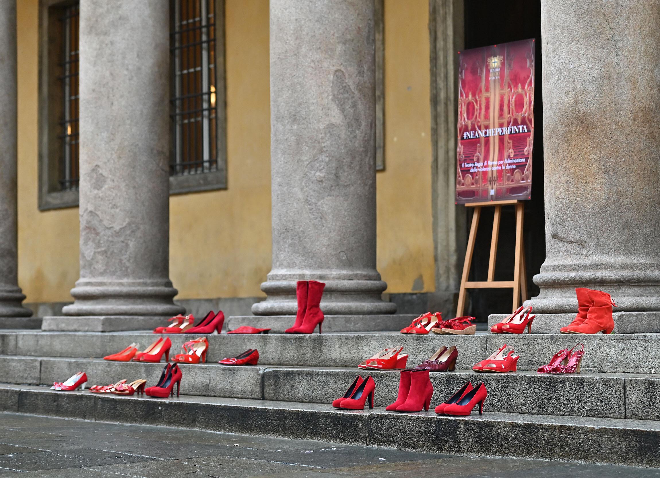 Il Teatro Regio di Parma aderisce alla Giornata mondiale contro la violenza sulla donna con il secondo atto della campagna #neancheperfinta