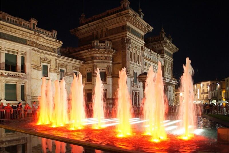 Programmazione dei giochi d'acqua della fontana luminosa di Piazza Berzieri